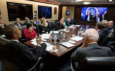 US President Barack Obama and Vice President Joe Biden with members of the national security team participate in a secure video teleconference from the Situation Room of the White House with Secretary of State John Kerry, Secretary of Energy Ernest Moniz and the US negotiating team in Lausanne, Switzerland, to discuss the P5+1 negotiations with Iran, March 31, 2015. (White House/Pete Souza)