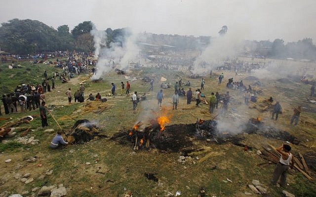 Nepalese people gather to cremate their family members who died in the earthquake in Bhaktapur near Kathmandu, Nepal, Sunday, April 26, 2015. (photo credit: AP/Niranjan Shrestha)