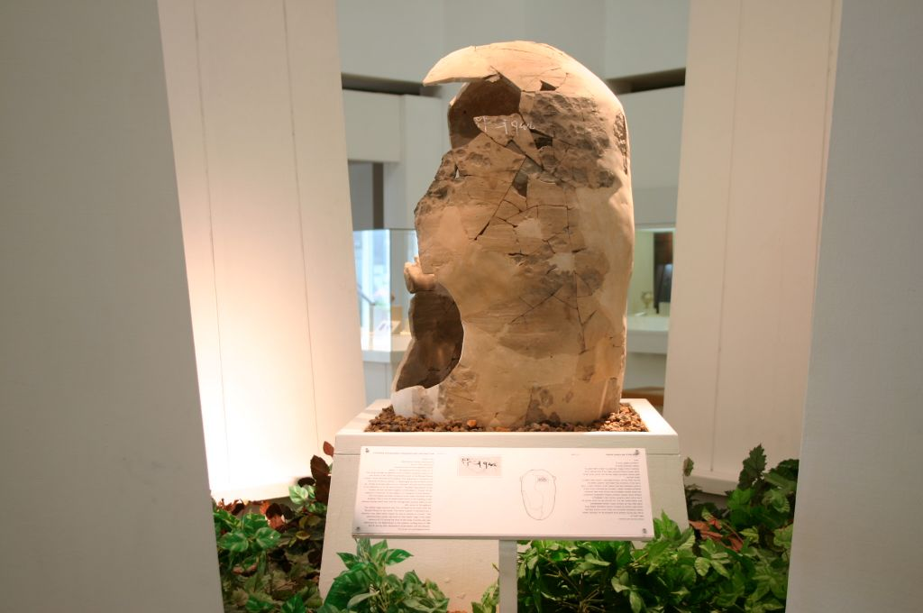 Baker's Jar at the Jerusalem Bible Lands Museum (photo credit: Shmuel Bar-Am)