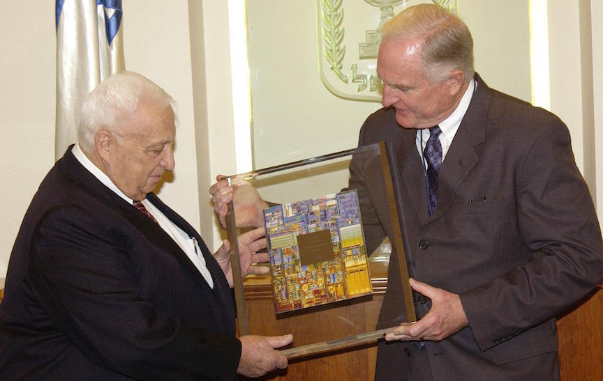 Former Prime Minister Ariel Sharon  with former Intel President Craig Barrett, 2003 (Photo credit: Israel Hadari)