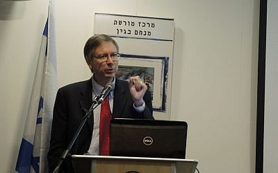 Bob O'Dell, co-founder of Root Source, presents his findings on blood moons and his calculated date of the Exodus from Egypt: April 10, 1579 BCE. (Melanie Lidman/Times of Israel)
