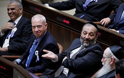 Moshe Kahlon and Yoav Gallant of Kulanu, Aryeh Deri of Shas and Yaakov Litzman of UTJ (from left to right) at the swearing in ceremony for the 20th Knesset, on March 31, 2015. (Miriam Alster/Flash90)