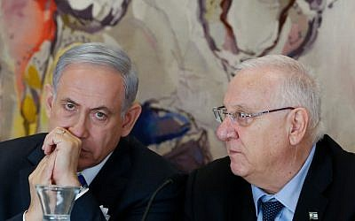 Prime Minister Benjamin Netanyahu (left) seen with President Reuven Rivlin (right) at the opening session of the 20th Knesset, March 31, 2015. (Miriam Alster/Flash90)