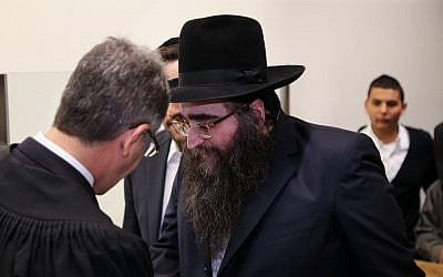 Rabbi Yoshiyahu Pinto seen in the Tel Aviv District Court on April 14, 2015. (Flash90)