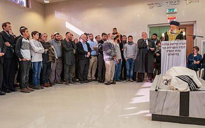 Rabbi Shlomo Amar speaks during the funeral of Shalom Sherki in Jerusalem on April 16, 2015. (photo credit: Flash 90)