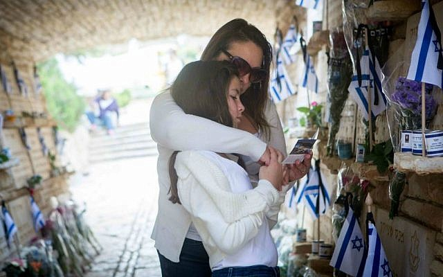 Families mourn at a monument carrying the names of fallen Israeli soldiers at the Mt. Herzl military cemetery in Jerusalem, April 22, 2015. (Miriam Alster/Flash90)