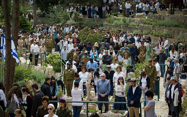 The scene at the Mt. Herzl military cemetery in Jerusalem, April 22, 2015. (Miriam Alster/Flash90)