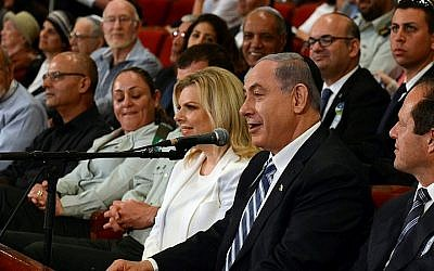 Prime Minister Benjamin Netanyahu and his wife Sara attend the annual Bible Quiz held at the Jerusalem Theater on Israel's Independence Day, April 23, 2015. (photo credit: Haim Zach / GPO)
