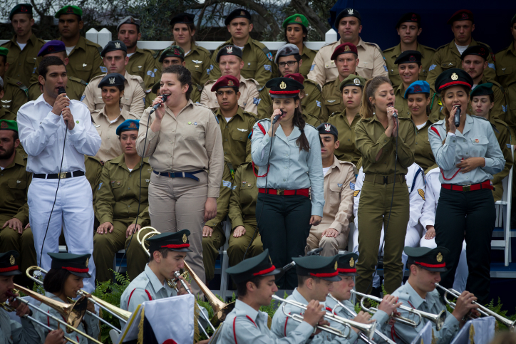 The IDF orchestra and singers from various army bands perform at a ceremony honoring outstanding soldiers at the President's Residence in Jerusalem as a part of Independence Day celebrations on April 23, 2015. (Photo credit: Miriam Alster / Flash90)