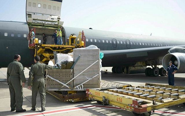 Loading an aircraft with rescue equipment at Ben Gurion International Airport, as the IDF aid delegation prepares to board a plane to Nepal. April 27, 2015. (IDF Spokesperson)