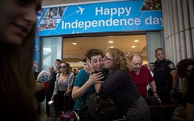 Families and friends greet Israeli travelers who arrived on an Israeli rescue plane from Nepal to Ben-Gurion International airport near Tel Aviv on April 28, 2015. (Photo credit: Miriam Alster/FLASH90)