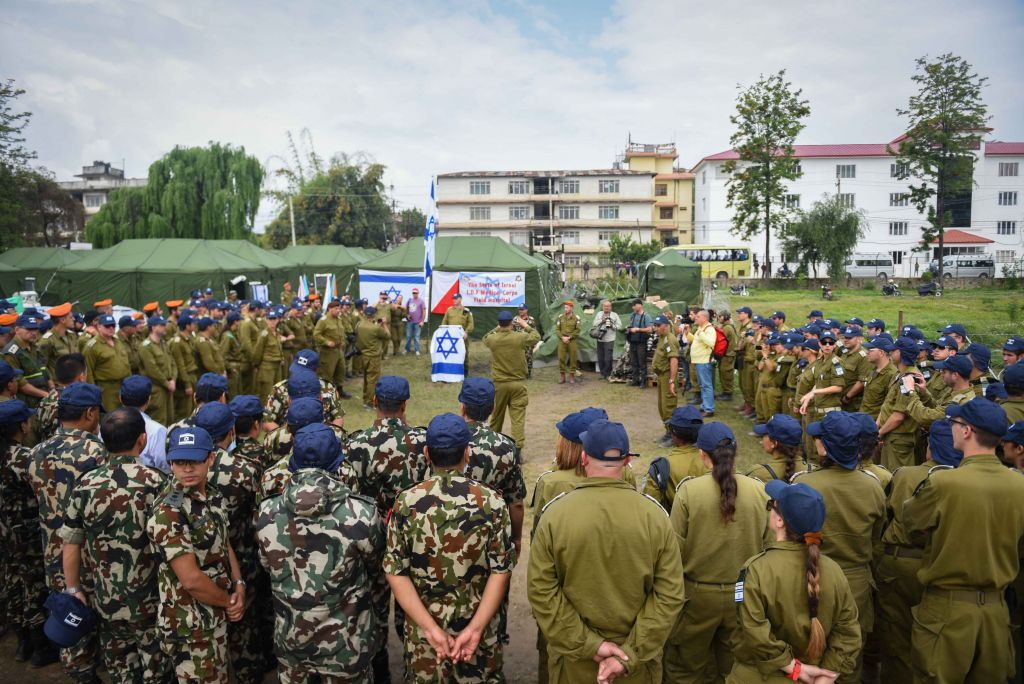 Israeli soldiers establish a field hospital together with the Nepalese army, in Nepal, following the deadly earthquake. on April 29, 2015. (IDF Spokesperson)