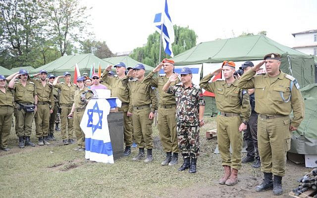 Israeli and Nepalese soldiers set up a field hospital in Kathmandu on April 29, 2015 after a deadly earthquake struck the Nepalese capital. (photo credit: IDF Spokesperson)