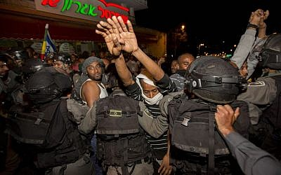 Hundreds of Israeli-Ethiopians clash with police at a protest in Jerusalem, following a video clip released a few days ago showing police beating up an IDF soldier from the Ethiopian community, April 30, 2015. (Photo credit: Yonatan SIndel/Flash90)