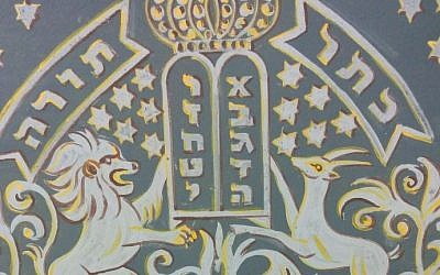 Detail of a wall painting in the women's section of the Ades Synagogue, painted by Yaakov Stern in 1912. (photo credit: Ilan Ben Zion/Times of Israel staff)