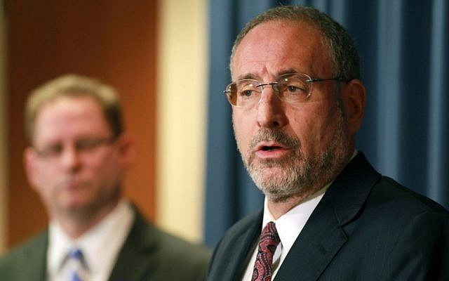 United States Attorney Andrew Luger, right, and FBI special agent Richard Thornton explain the criminal complaint charging six Minnesota men with terrorism at a news conference in Minneapolis, Apr. 20, 2015. The six friends who met secretly to plan their travels, are accused of conspiracy to provide material support and attempting to provide material support to a foreign terrorist organization. (Photo credit: Andy Clayton-King/AP)