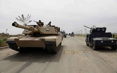 Iraqi security forces deploy in Tikrit, 80 miles (130 kilometers) north of Baghdad, Iraq, Wednesday, April 1, 2015. (AP Photo/Khalid Mohammed)