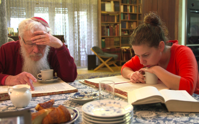 Illustrative images of Nobelist Robert Yisrael Aumann and his granddaughter studying Talmud in Uri Rosenwaks' documentary series, 'The Nobelists' (Courtesy Ruth Diskin Films)