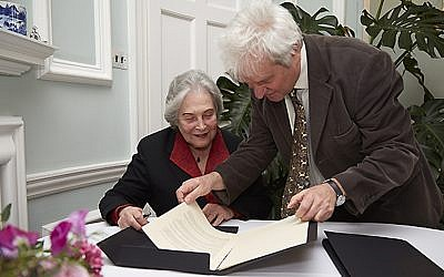 Dr. Ruth Arnon (L) and Dr. Paul Nurse sign the agreement (Photo credit: Courtesy)