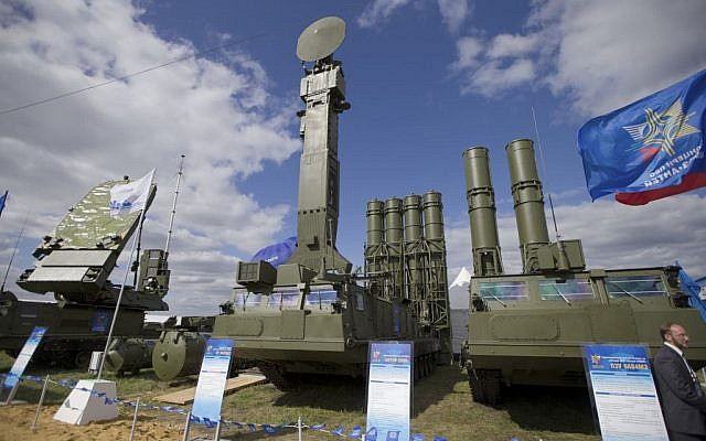 A Russian air-defense missile system Antey 2500, or S-300 VM, is on display at the opening of the MAKS Air Show in Zhukovsky outside Moscow, August 27, 2013 (photo credit: AP/Ivan Sekretarev, File)