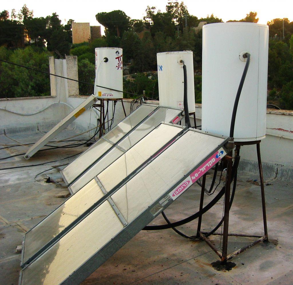 Rooftop solar panels in Israel. (Wikimedia Commons/JTA)