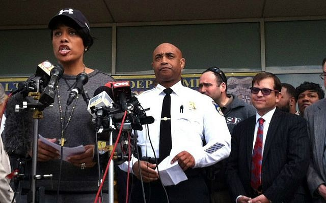 Baltimore Mayor Stephanie Rawlings-Blake, left, speaks as Baltimore Police Commissioner Anthony Batts, center, listens, during a news conference, Tuesday, April 28, 2015, in Baltimore, in the aftermath of rioting following Monday's funeral for Freddie Gray, who died in police custody. (AP Photo/Jessica Gresko)