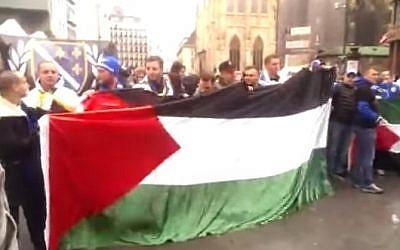 Pro-Palestinian demonstrators in Vienna's Stephansplatz on April 3, 2015 (Photo credit: YouTube screen capture)