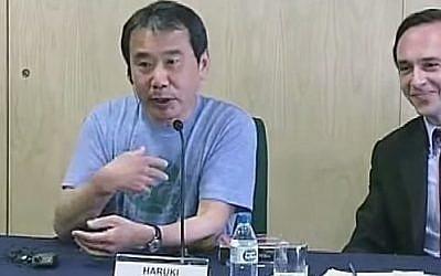 Japanese author Haruki Murakami (left) (screen capture: YouTube)