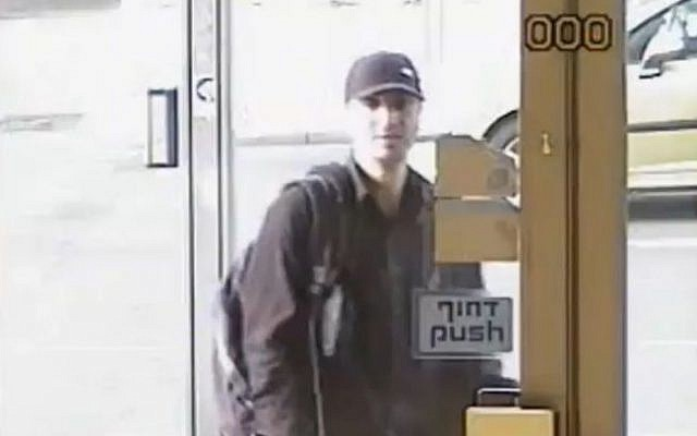 Israel's 'polite' bank robber, as shown on Channel 2, April 20, 2015 (Channel 2 screenshot)
