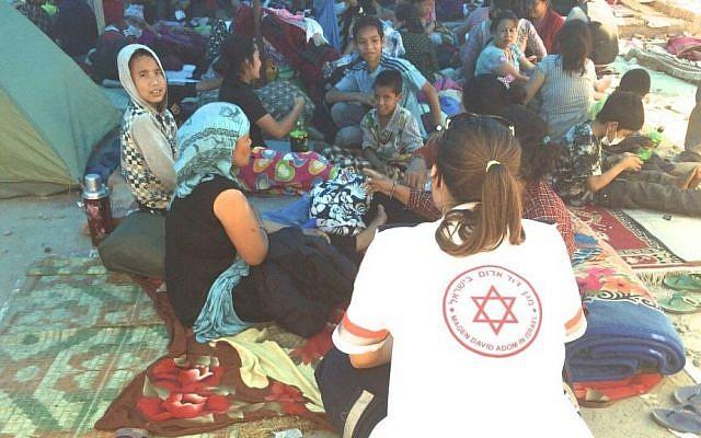 MDA paramedic Tal Rabin attends to displaced Nepalese locals in Kathmandu. (photo courtesy Magen David Adom)