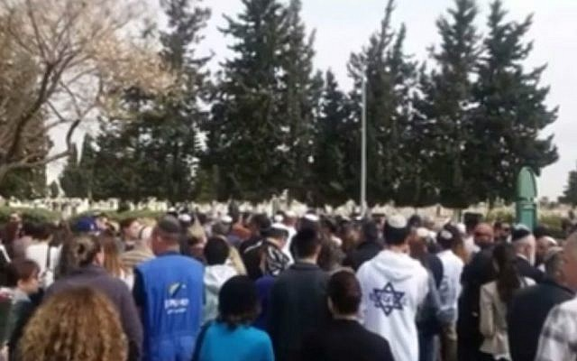 Hundreds of people attend the funeral of Holocaust survivor Benjamin Schlesinger, a man they had never met. (screen capture: Liza Lalutzashvili, DI Public Relations/Facebook)
