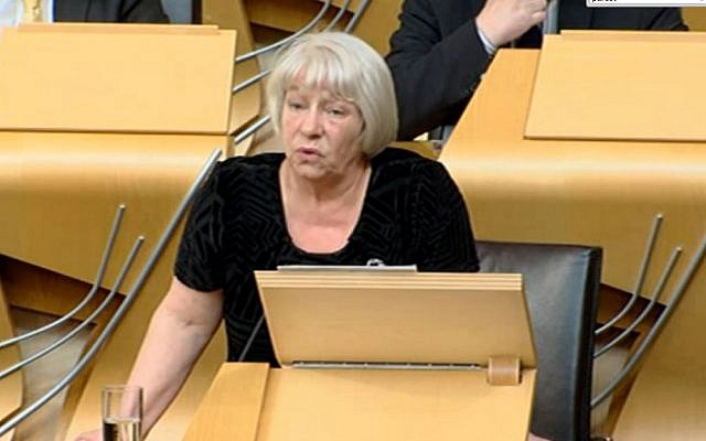 Scottish MP Sandra White introducing her pro-Palestine motion in the parliament in Edinburgh, April 21, 2015. (screen grab www.scottishparliament.tv)