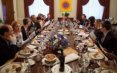 Former US president Barack Obama and former first lady Michelle Obama host a Passover seder dinner at the White House, April 3, 2015. (Pete Souza/The White House)
