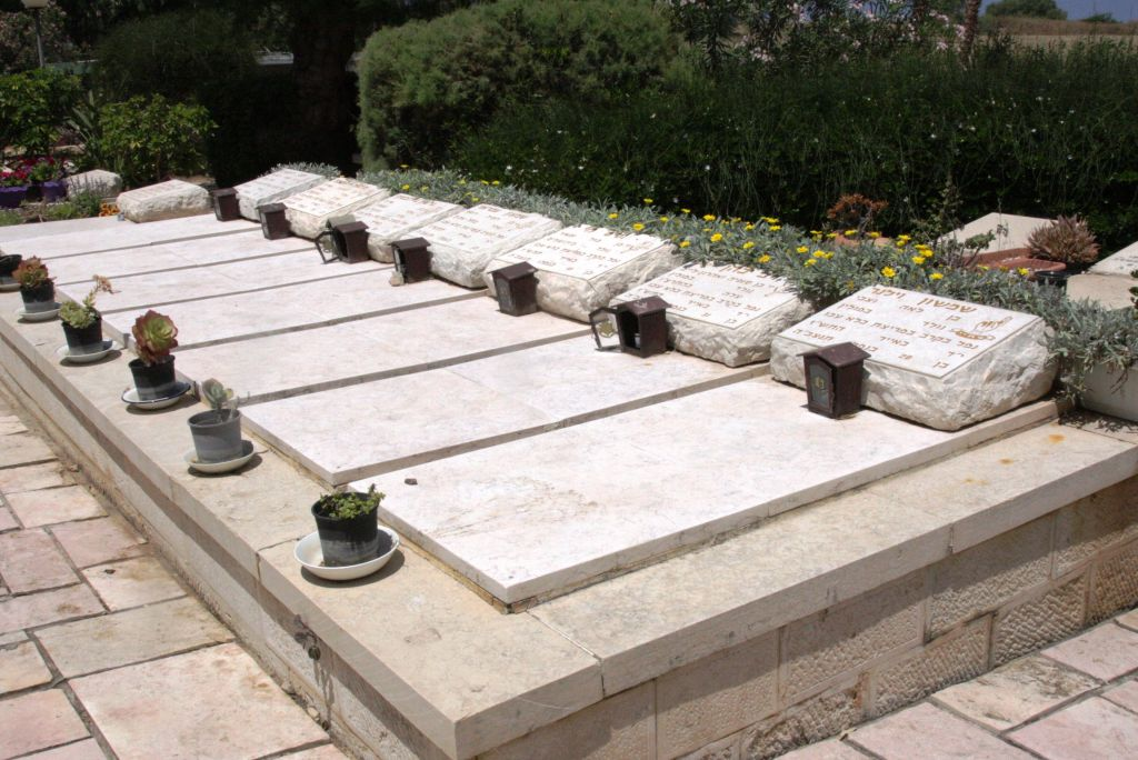 The graves of seven Irgun fighters killed in a 1947 prison break, at Moshav Shavei Zion (photo credit: Shmuel Bar-Am)