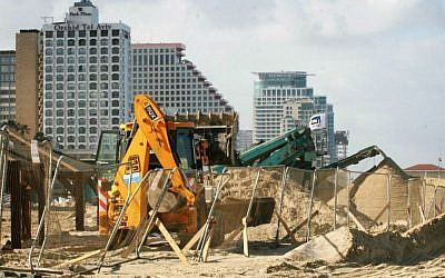 Illustrative photo of construction work in Tel Aviv (photo credit: Roni Schutzer/Flash 90)