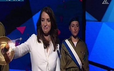 Israeli Arab journalist Lucy Aharish lights a torch at the Independence Day Ceremony on April 22, 2015 (screen capture: Channel 2)