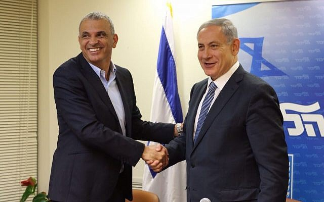 Kulanu party leader Moshe Kahlon and Prime Minister Benjamin Netanyahu shake hands after signing a coalition deal on April 29, 2015. (photo credit: courtesy of Likud party)
