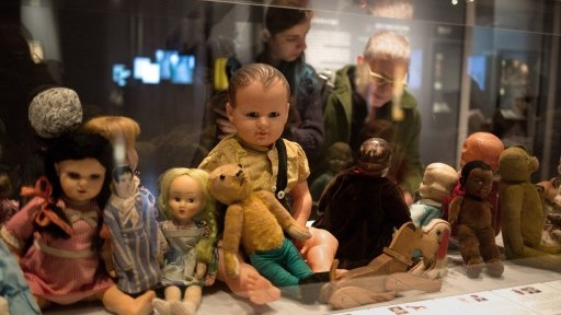"""Dolls and stuffed animals belonging to Jewish children killed in the Holocaust are displayed at """"Children in the Holocaust: Stars Without a Heaven,"""" an exhibit at the Yad Vashem Holocaust Memorial Museum in Jerusalem, April 12, 2015. (AFP/Menahem Kahana)"""