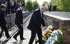 President Reuven Rivlin (R) and Israel's ambassador to Germany, Yakov Hadas-Handelsman (L) take part in a wreath laying ceremony at the 'Gleis 17' (platform 17) memorial of the deportation of Jews from Berlin to concentration camps at the Grunewald railway station in Berlin on May 11, 2015. Photo credit: Odd Andersen/AFP)