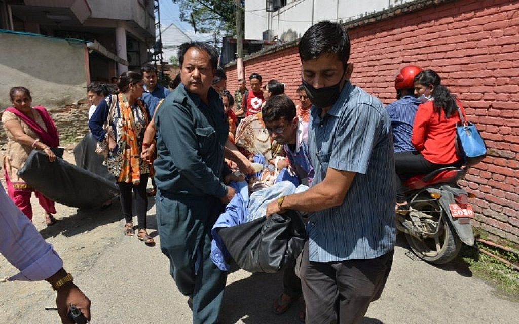 Nepalese patients are carried out of a hospital building after a 7.3-magnitude earthquake hit the country, in Kathmandu on Tuesday, May 12, 2015 (AFP PHOTO / PRAKASH MATHEMA)