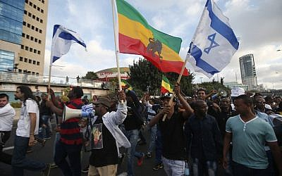 Israelis take part in a demonstration in Tel Aviv called by members of the Ethiopian community against alleged police brutality and institutionalized discrimination, on May 3, 2015. (photo credit: AFP/ JACK GUEZ)