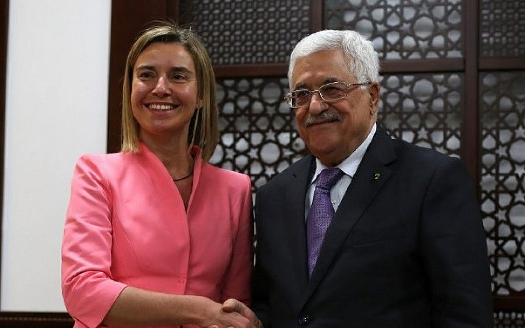 European Union foreign policy chief Federica Mogherini (L) shakes hands with Palestinian President Mahmoud Abbas following a meeting at his headquarters in the West Bank city of Ramallah, on May 20, 2015. (AFP PHOTO / ABBAS MOMANI)