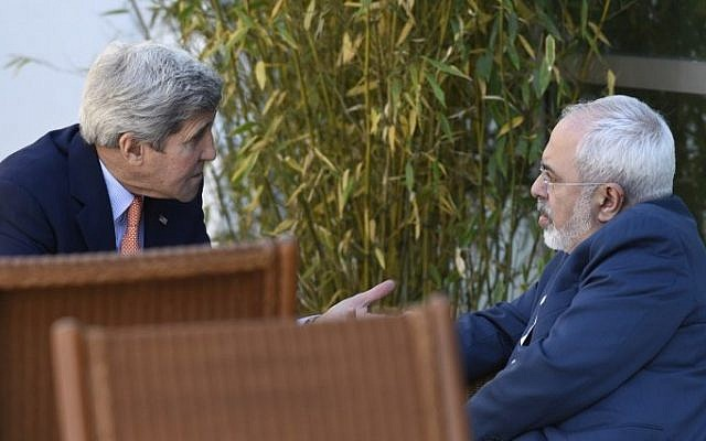 US Secretary of State John Kerry (left) talks with Iranian Foreign Minister Mohammad Javad Zarif in Geneva, Switzerland, May 30, 2015. (AFP/Susan Walsh, Pool)