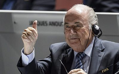 FIFA President Sepp Blatter gives a thumbs up at the opening of the 65th FIFA Congress in Zurich on May 29, 2015. (AFP PHOTO / FABRICE COFFRINI)