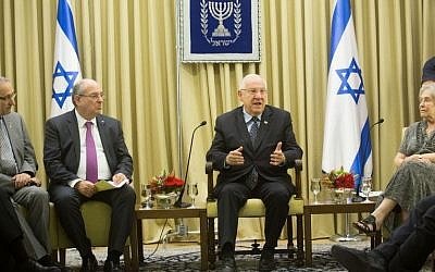 Israeli president Reuven Rivlin (2R) seen with Prof. Menachem Ben Sasson (L), president of Hebrew University, Prof. Peretz Lavie and Prof. Ruth Arnon, president of the Israel Academy of Sciences and Humanities, discussing the issue of the academic boycott against Israel, at the president's house in Jerusalem on May 28, 2015. (Miriam Alster/FLASH90)