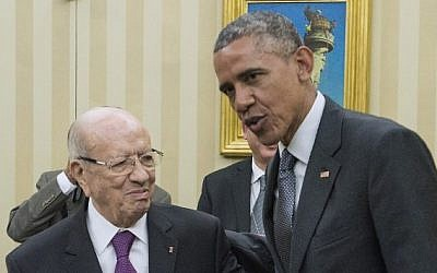 US President Barack Obama (right) speaks with his Tunisian counterpart Beji Caid Essebsi (left) at their meeting in the Oval Office at the White House in Washington, DC, on May 21, 2015. (AFP/Nicholas Kamm)