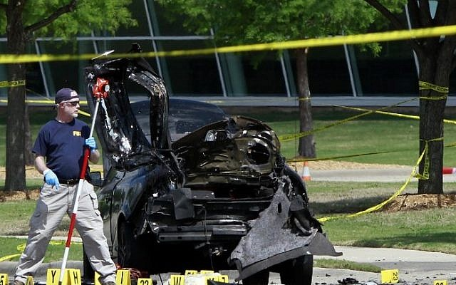 Members of the FBI investigate the crime scene outside the Curtis Culwell Center after a shooting occurred the day before, in Garland, Texas, May 4, 2015. (photo credit: Ben Torres/Getty Images/AFP)