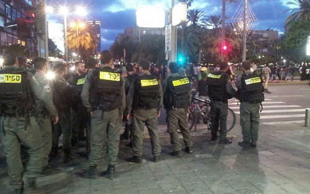 Riot police in Rabin Square, Tel Aviv on May 3, 2015 (photo credit: Judah Ari Gross/Times of Israel)