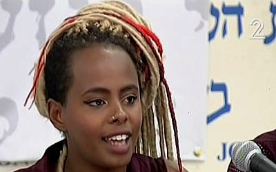 Ethiopian-Israeli Inbar Bugale explains the demands that activists want from the government in order to improve the quality of life of her community, Tel Aviv, May 10, 2015. (screen capture: Channel 2)