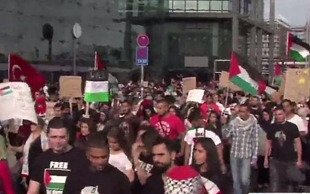 Anti-Israel rally in Berlin, August 11, 2014 (Youtube screen capture/PressTV News Videos)